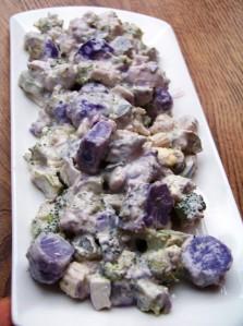 fioletowe ziemniakiw sałatce (1)