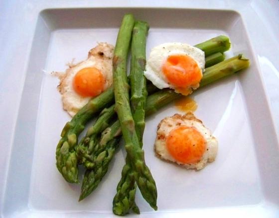 szparagi z jajkiem przep